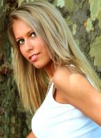 Liza a kedves, fiatal, szakképzett masszőz (XIII.ker) +3630-749-4422